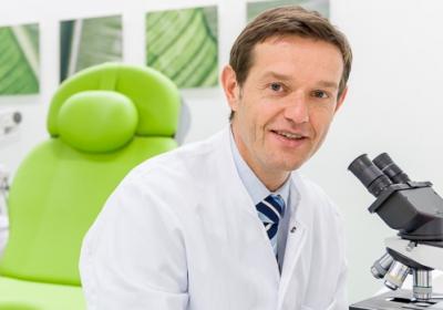 Univ.-Prof. Dr. med. Elmar Stickeler ist Direktor der Klinik für Gynäkologie und Geburtsmedizin an der Uniklinik RWTH Aachen.