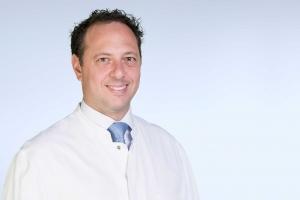 Univ.-Prof. Dr. med. Justus P. Beier ist Direktor der Klinik für Plastische Chirurgie, Hand- und Verbrennungschirurgie an der Uniklinik RWTH Aachen.