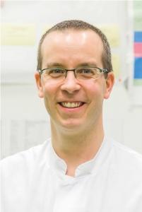 Univ.-Prof. Dr. med. Peter Boor ist Sprecher der KFO 5011 und Leiter des Lehr- und Forschungsgebiets Translationale Nephropathologie am Institut für Pathologie an der Uniklinik RWTH Aachen.
